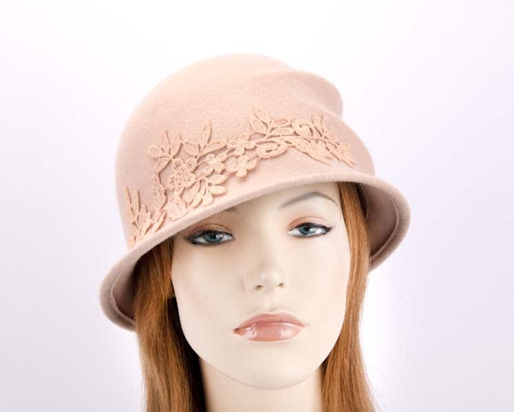 Beige felt bucket hat with lace