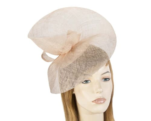 Nude racing fascinator Max Alexander