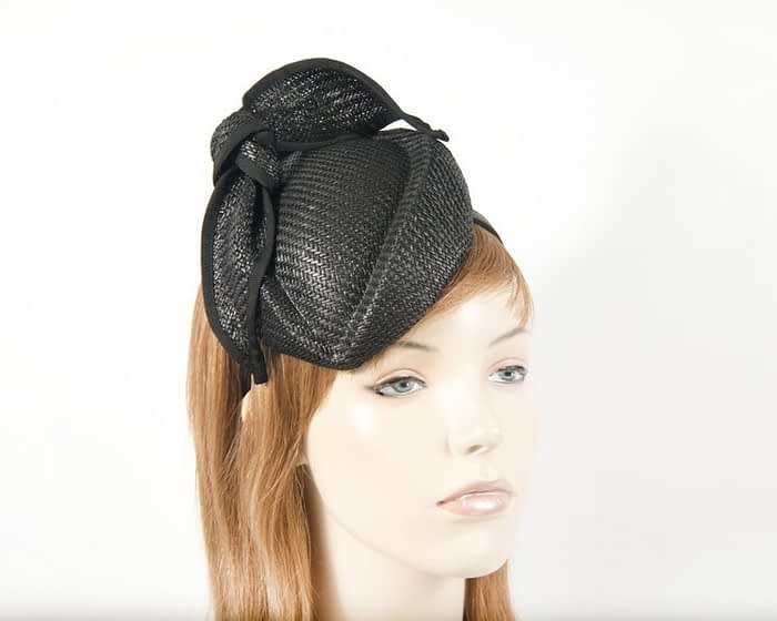 Black racing pillbox racing fascinator