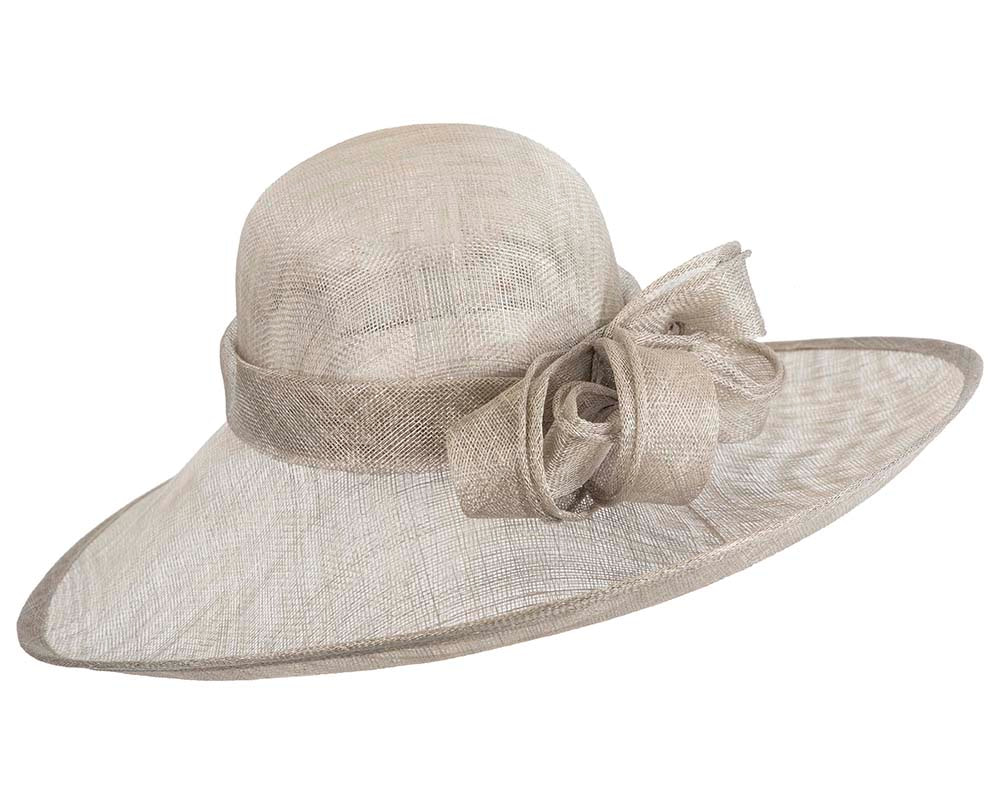 Large silver racing hat by Max Alexander