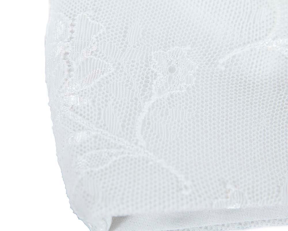 Comfortable re-usable white face mask with lace