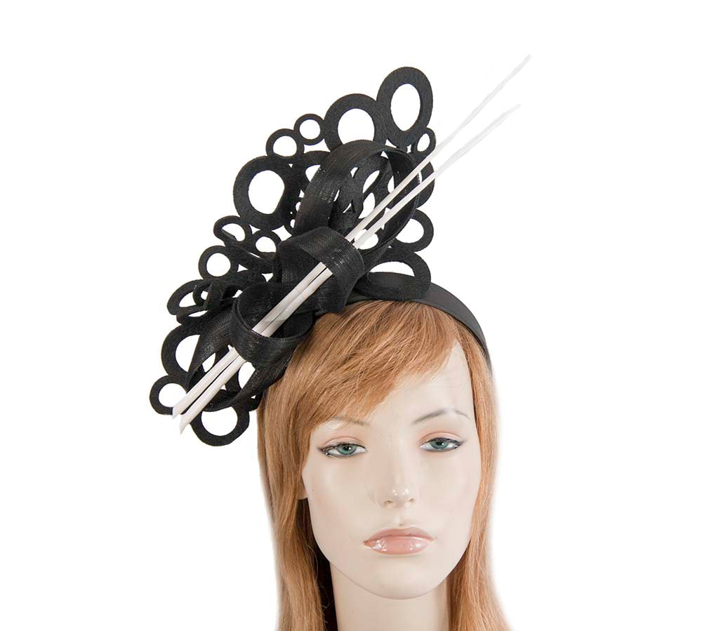 Sculptured black/white fascinator for winter racing