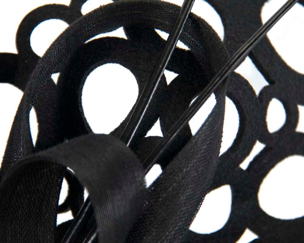 Black sculptured fascinator for racing