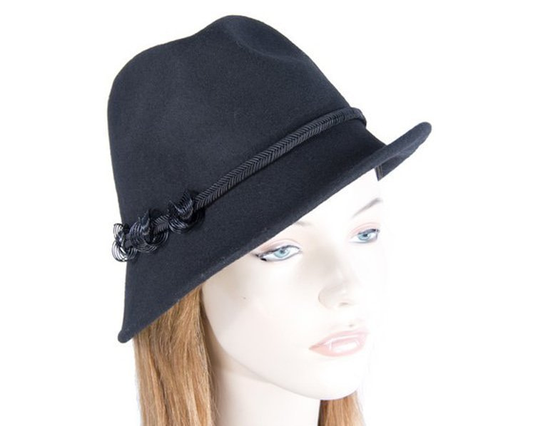 Black trilby felt hat