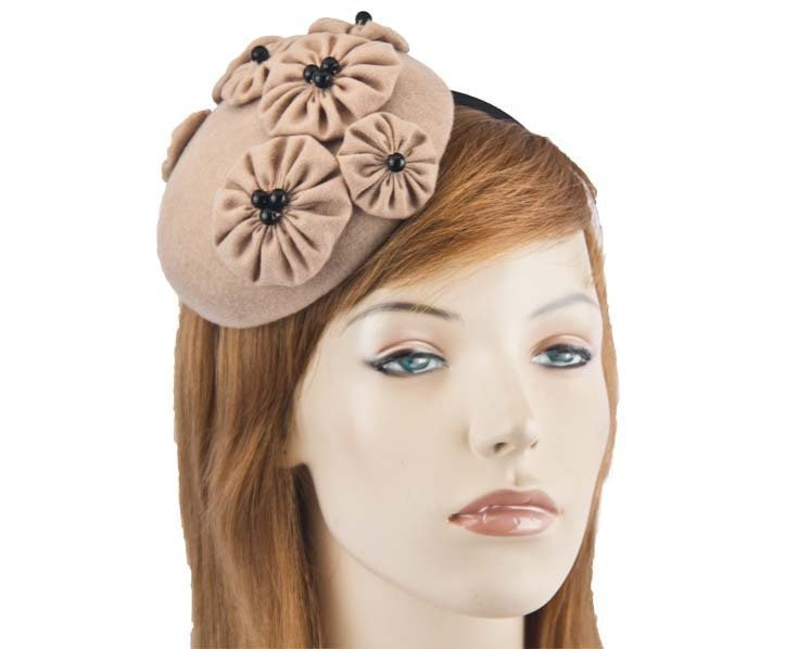 Small beige round button fascinator with flowers J308BE
