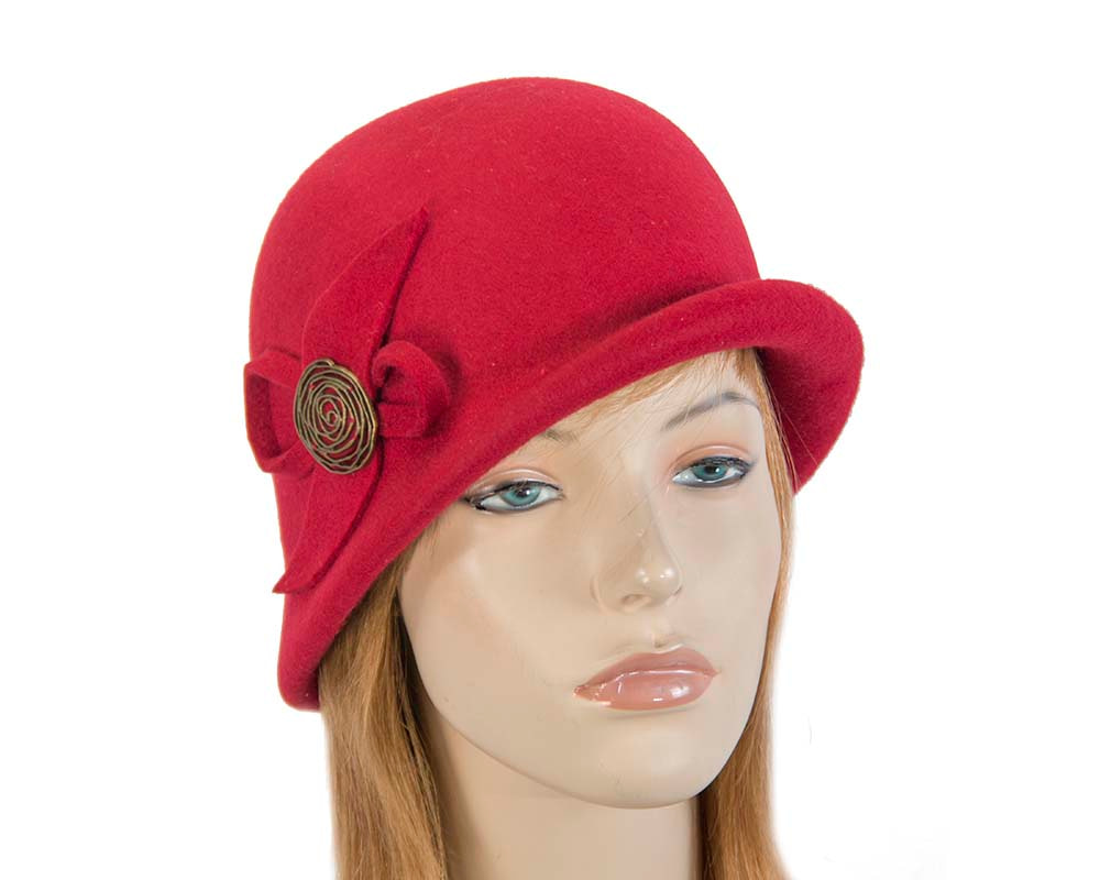 Red felt bucket hat with brass buckle J302R