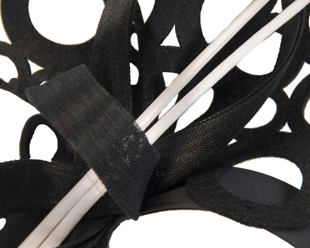Sculptured black/white fascinator for winter racing