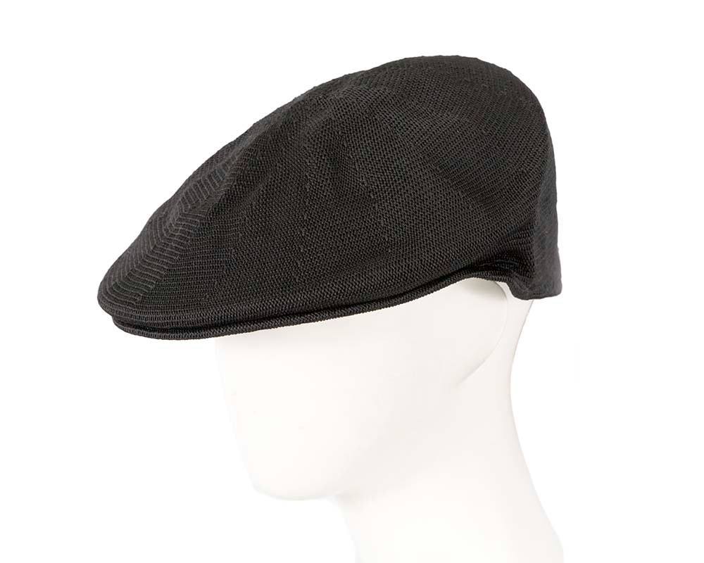 Black knitted beak flat cap