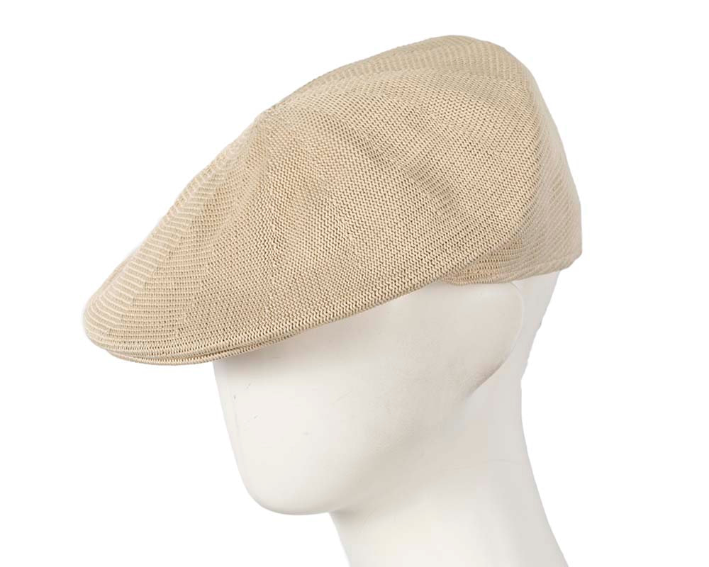 Beige knitted beak flat cap