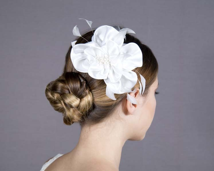 White flower wedding comb fascinator