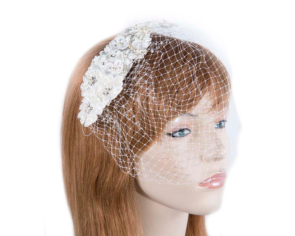 Flower bridal headpiece with veil