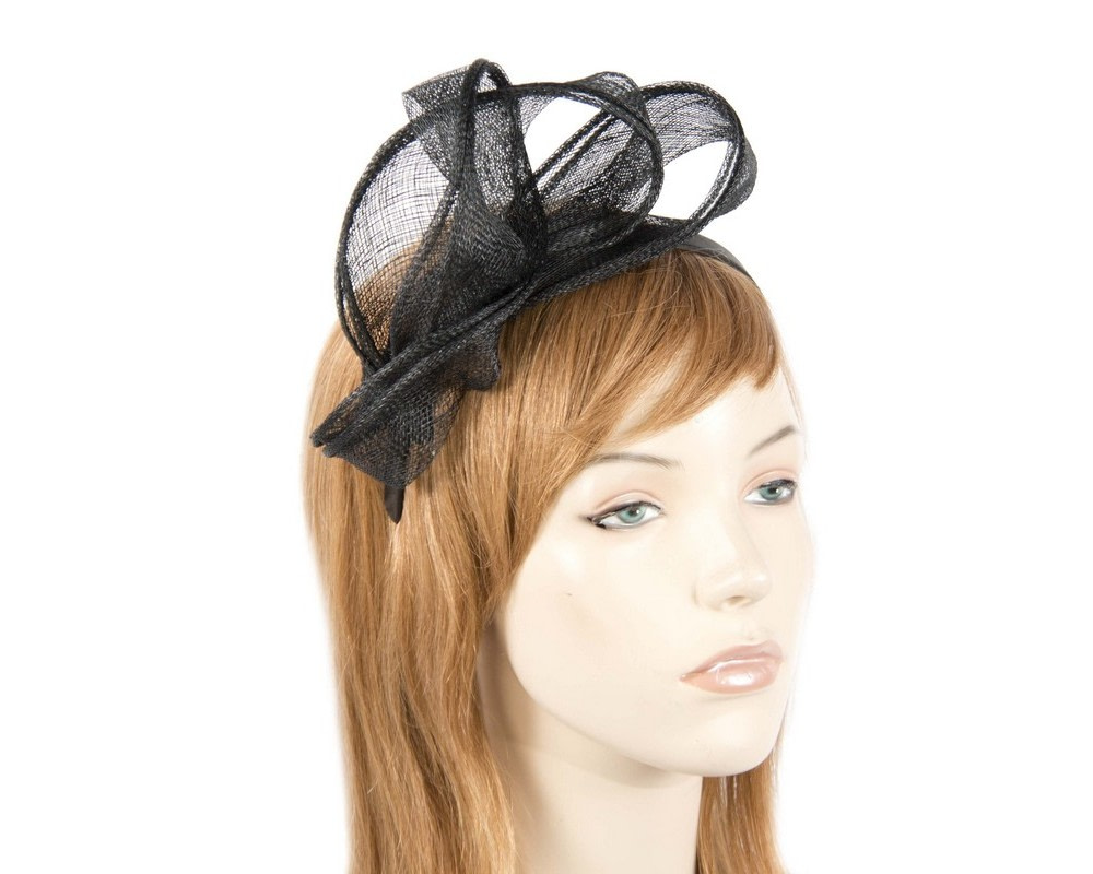 Pleated black fascinator