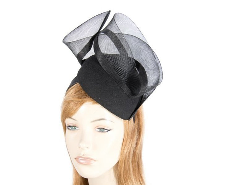 Black pillbox winter racing fascinator