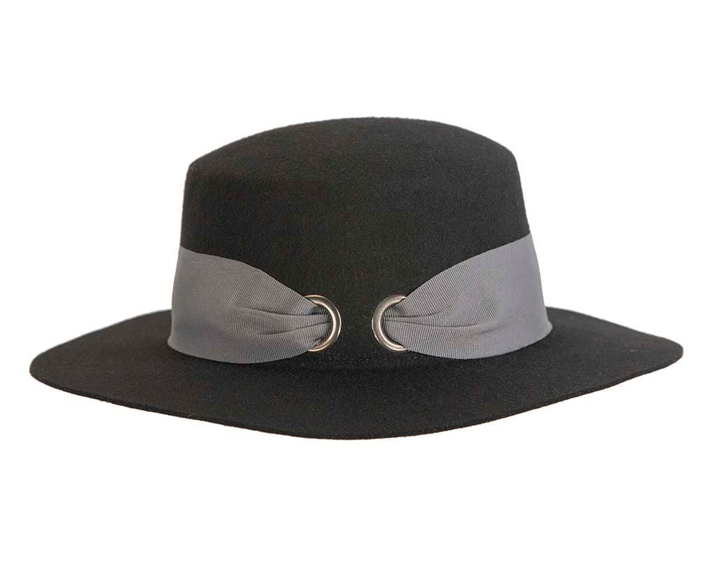Black ladies winter felt boater hat by Betmar NY