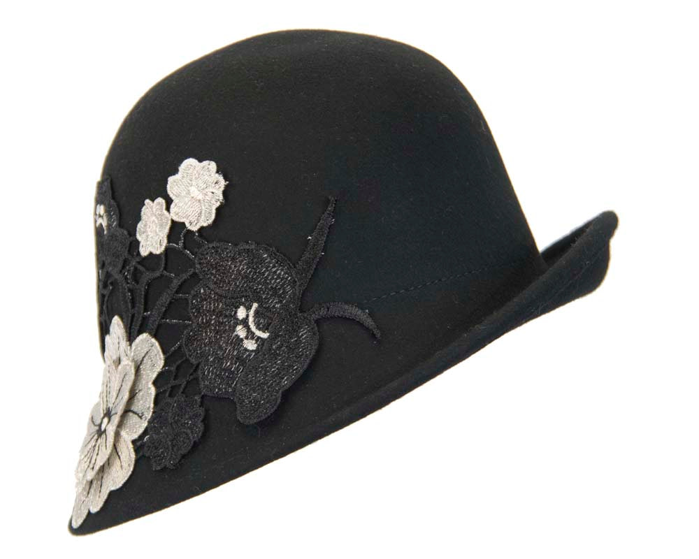 Black winter bucket hat with lace