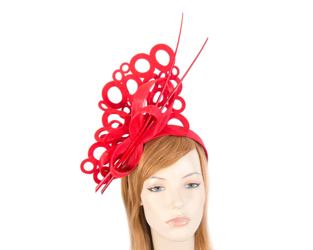 Red sculptured fascinator for winter racing F590R