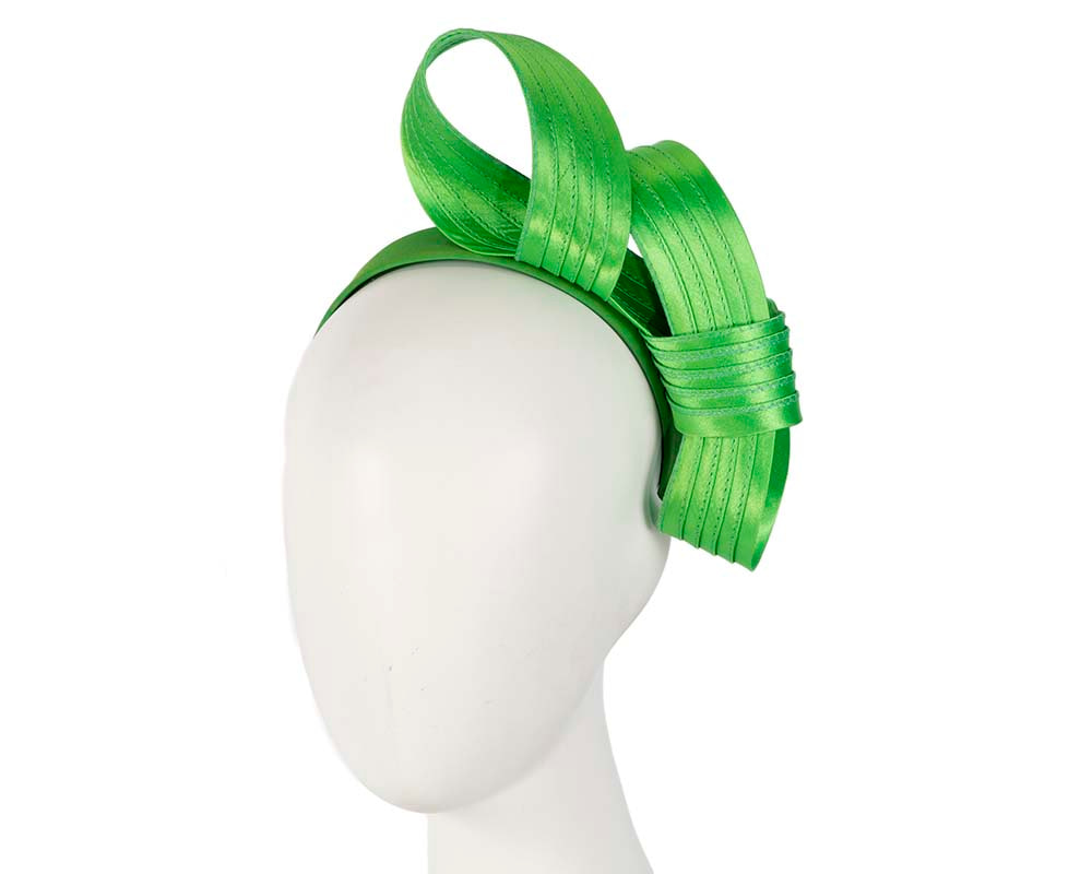 Curled lime fascinator
