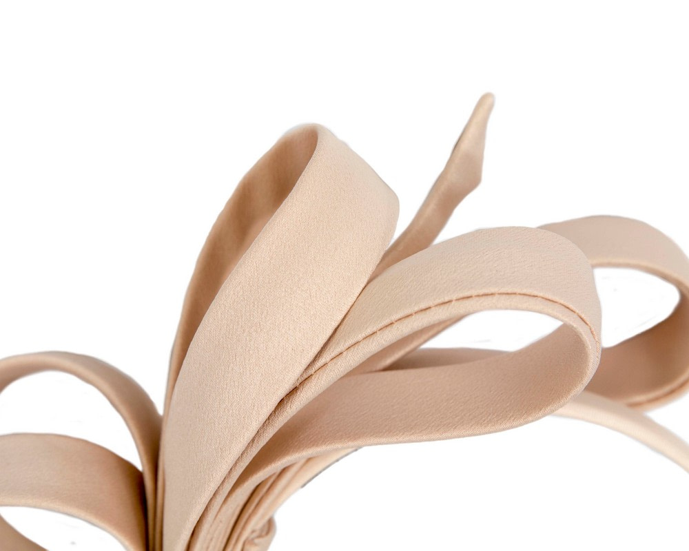 Nude bow racing fascinator by Max Alexander