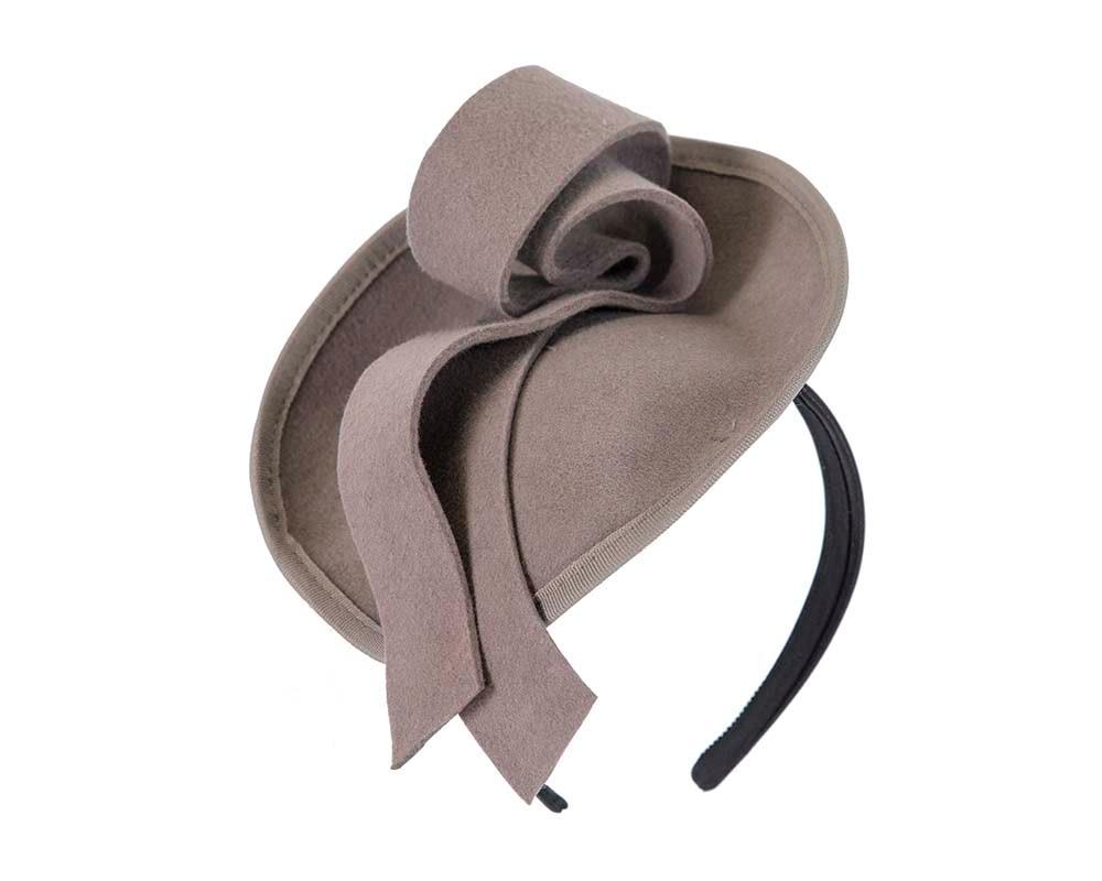 Grey felt fascinator with knot on the headband J305G