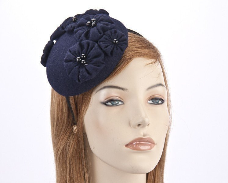 Small navy round button fascinator with flowers J308N