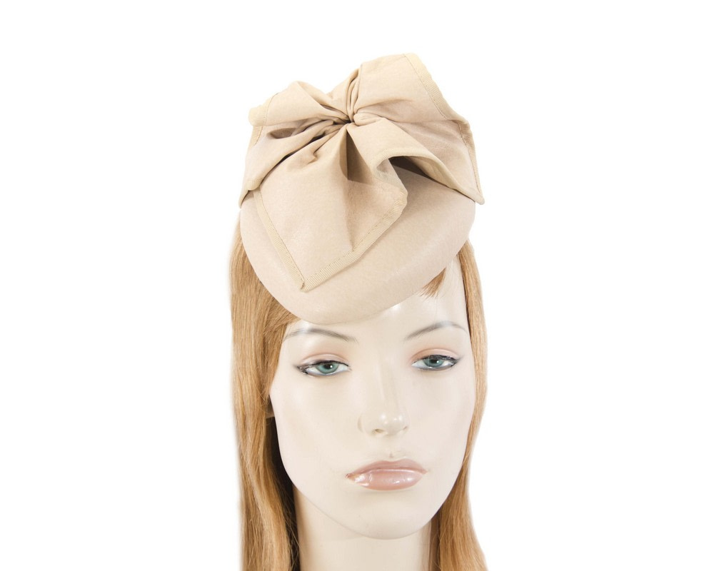 Beige leather racing pillbox fascinator