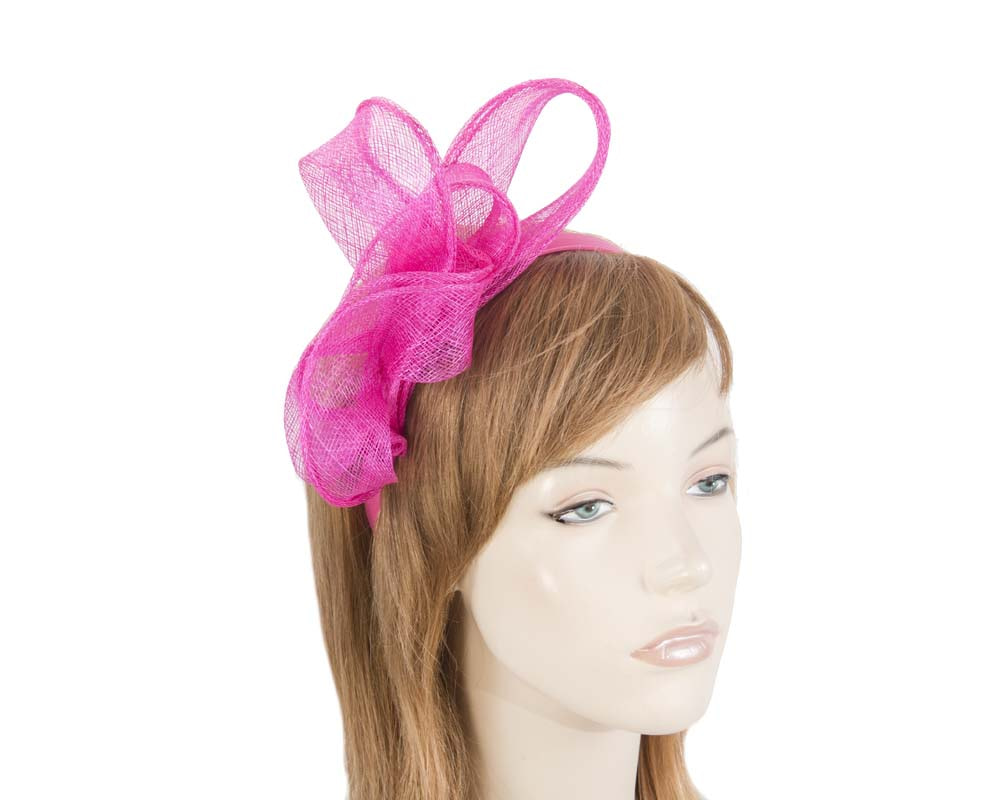 Pleated fuchsia fascinator