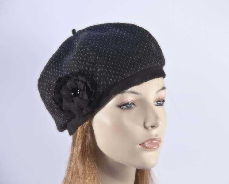 Black woman fashion beret hat Max Alexander J226B
