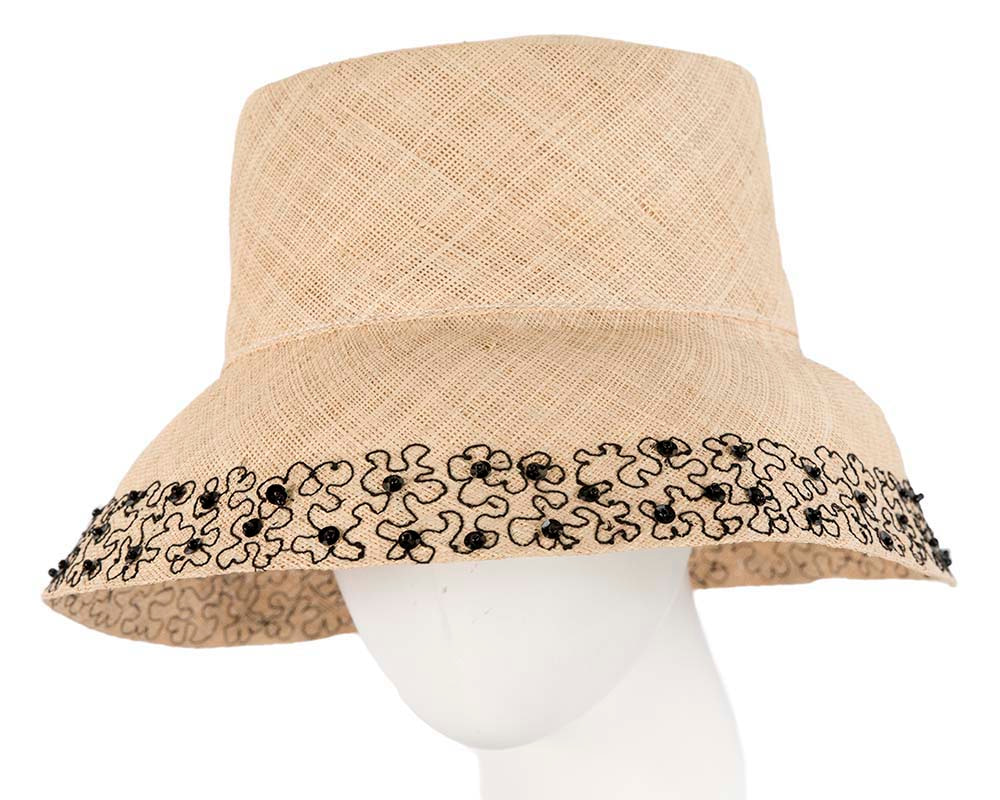Summer sun bucket hat with black embroidery