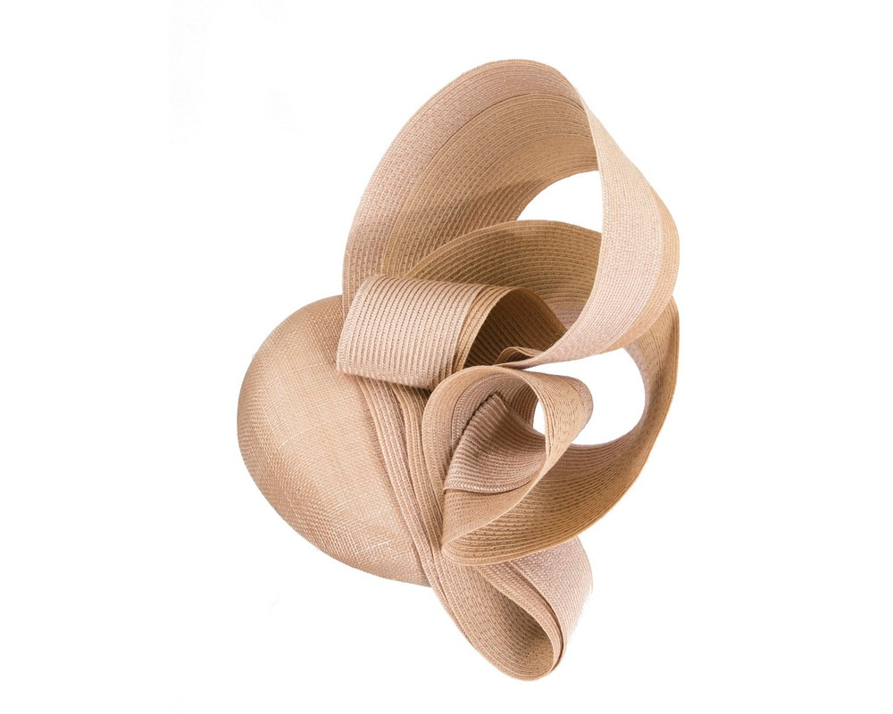 Stunning nude racing fascinator by Fillies Collection