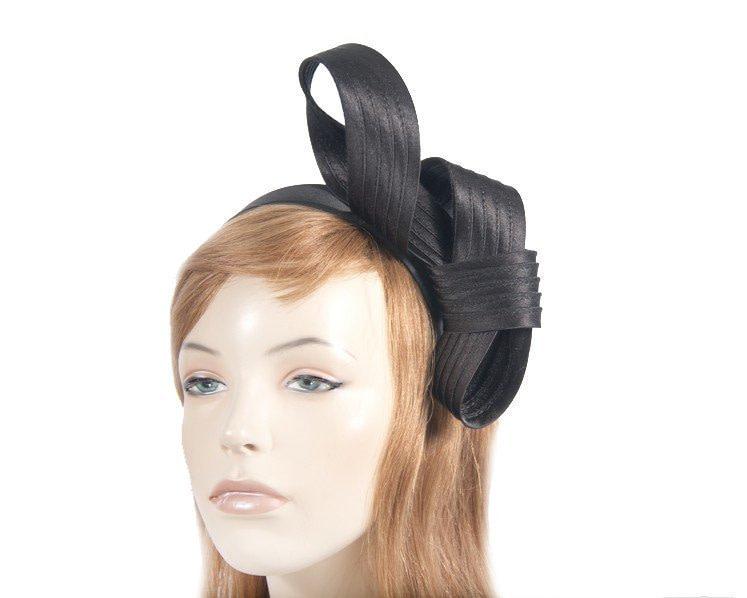Curled black fascinator