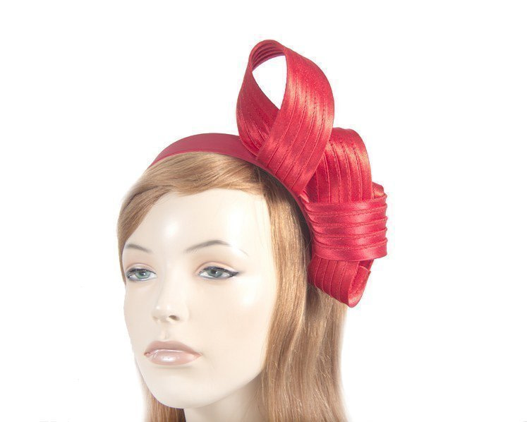 Curled red fascinator