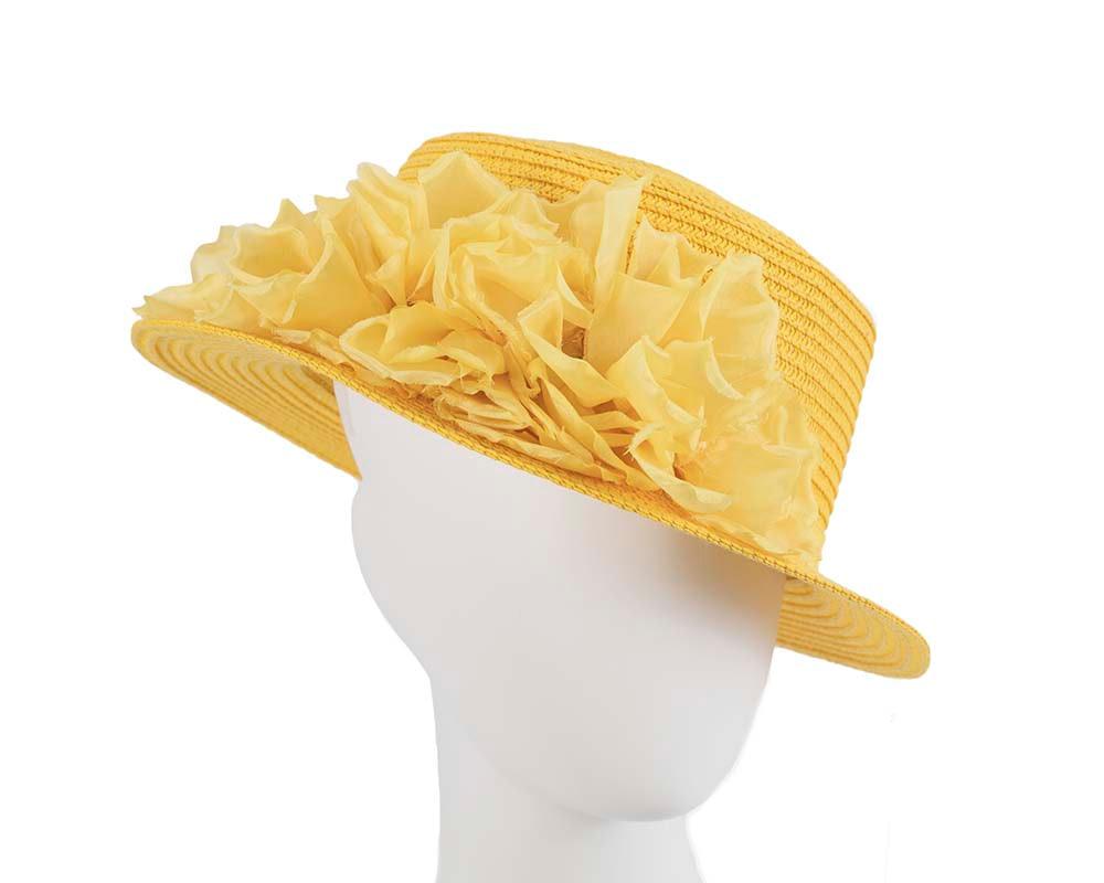 Straw yellow hat with silk flower