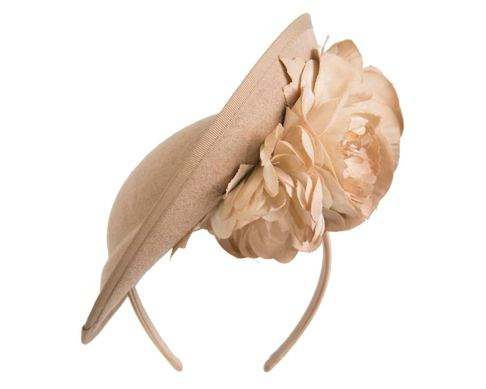 Large beige plate with flowers winter racing fascinator