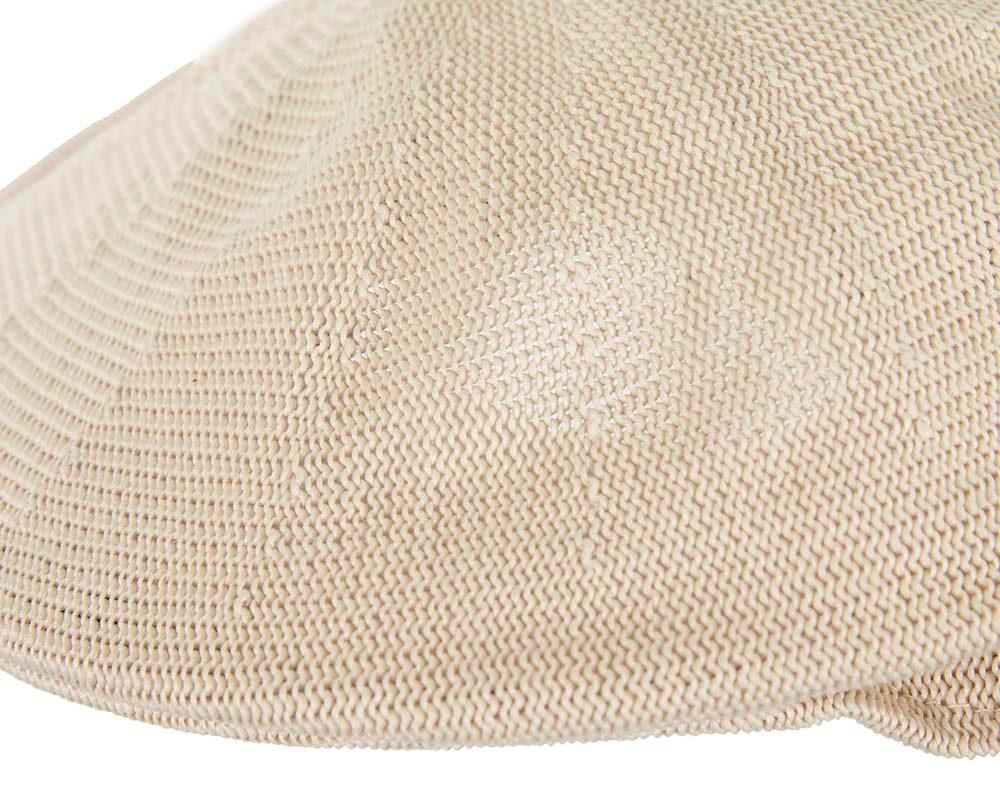 Beige knitted beak flat cap